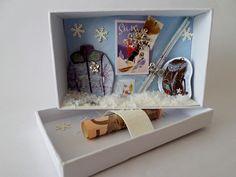 Kleine,hübsche Schachtel im Postkartenstil, der auf den ersten Blick der Inhalt gar nicht anzusehen ist. Beim Öffnen ist die Freude dann um so größer... Die Lieferung erfolgt ohne... Ski Card, Skiing, Packaging, Winter, Diy Crafts, Cards, Crafting, Decor, Paper