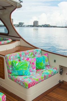 A-boat that… introducing our collaboration with The Mariners Club. This custom Hinckley Yacht, adorned in Lilly Pulitzer Spring 2016 prints, will be available to Barton and Gray Members starting December 28 in Palm Beach. Summer Of Love, Summer Fun, Summer Time, Lilly Pulitzer Prints, Lily Pulitzer, Hinckley Yachts, Prep Life, Winter Colors, Way Of Life