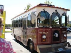 Free things to do in Branson. Trolley and water show on the landing, moonshine beach