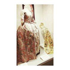 El #designmuseumdanmark merece una visita en si mismo pero desde que han abierto la exposición permanente #fashionfabric mucho más. Una espectacular colección de vestuario primorosamente conservada y documentada.