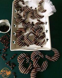 Kaffee-Schoko-Kipferln. Ein sehr feiner und edler Keks im Geschmack! Rezept bei www.keksseligkeiten.de