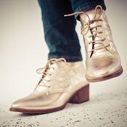 http://www.facebook.com/pages/Ch%C3%A9rie-Boutique-de-Zapatos/150914561648102  www.cherie.com.uy