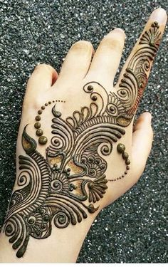 Explore latest Mehndi Designs images in 2019 on Happy Shappy. Mehendi design is also known as the heena design or henna patterns worldwide. We are here with the best mehndi designs images from worldwide. Easy Mehndi Designs, Dulhan Mehndi Designs, Latest Mehndi Designs, Henna Tattoo Designs, Bridal Mehndi Designs, Henna Tattoos, Henna Tattoo Muster, Mehndi Designs Finger, Arabian Mehndi Design