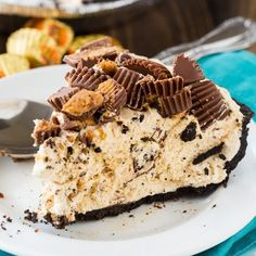 This Reeses Pie Recipe is the perfect no bake dessert. Reese's peanut butter pie recipe is delicious. Try Reese's peanut butter cup pie for an easy dessert. Peanut Butter Cup Pie Recipe, Chocolate Peanut Butter Dessert, Peanut Butter Oreo Cheesecake, Peanut Butter Birthday Cake, Reese Peanut Butter Cake, Peanut Butter Cream Pie, Butter Mochi, Peanut Butter Cup Cookies, Sweets