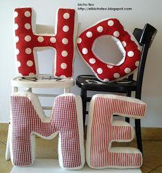 HOME Cuscini a forma di lettera. http://elbichofeo.blogspot.com  https://it-it.facebook.com/pages/Bicho-feo/382736388432736...borse, accessori e altro...