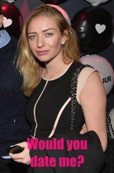 Asiat med perfekte bryster Lacey Tom får pik