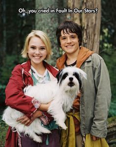 In the movie Bridge to Terabithia Jesse Aarons' is played by Josh Hutcherson. Leslie Burke being played by Annasophia Robb. Great move but can't touch the book. Brücke Nach Terabithia, Bridge To Terabithia 2007, Josh Hutcherson, Sad Movies, Great Movies, Movie Tv, Childhood Movies, Awesome Movies, Awesome Stuff