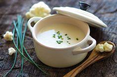 Ebből a könnyű és finom karfiolkrémlevesből akkor is bátran megehetsz egy tányérral, ha fogyózol.