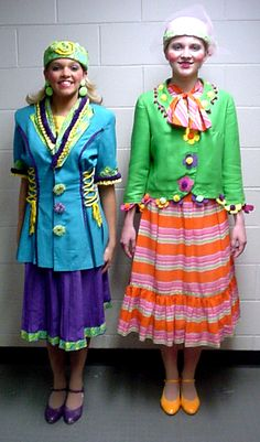 Whos - Note trim, earrings, easy striped skirt and additional hem color on purple skirt fun foam and scrap fabric Whoville Costumes, Seussical Costumes, Theatre Costumes, Mayor Of Whoville, Whoville Hair, Christmas Float Ideas, Christmas Parade Floats, Dr Seuss Who, Grinch Stole Christmas