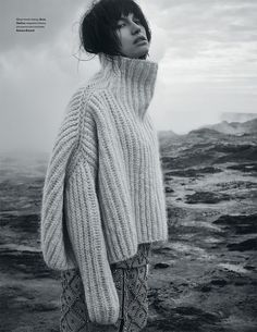 love this biiiiig BIG ribbed turtleneck sweater. wish there was a knitting pattern!