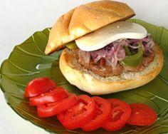 #Burger à la #saucisse de #poulet  Très facile, enfants contents!