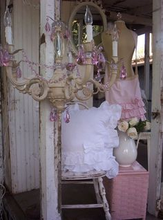 http://vintagesoul1020.typepad.com/cottage_porch_/2009/12/my-entry.html adorable!!!!!