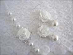 Items similar to White earrings flower Earrings white rose Earrings Bridal jewelry Bridesmaid gift Wedding Jewelry Gift for her vintage style on Etsy Wedding Jewellery Gifts, Wedding Jewelry, Jewelry Gifts, Wedding Gifts, Wedding Things, Jewelry Ideas, Jewelery, Dream Wedding, White Earrings