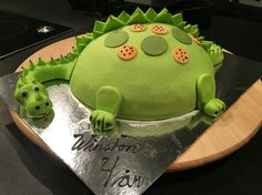 Dragon cake green