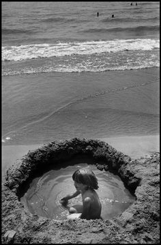 Elliott Erwitt   FRANCE. Saintes Maries de la Mer. 1977.
