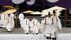 - Sacerdotes xintoistas participam de festival da primavera no Santuário Yasukuni, em Tóquio. Foto: Issei Kato/Reuters