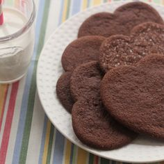 These cookies are reminiscent of Mexican hot chocolate with notes of cinnamon and spice. Spice Cookies, No Bake Cookies, Cookie Bars, Mexican Hot Chocolate, Vegetarian Chocolate, Chocolate Shortbread Cookies, Cocoa Cinnamon, Confectioners Sugar, Food Processor Recipes