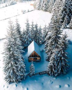 Cabin In The Woods, Tiny Cabins, Little Cabin, Cozy Cabin, Cabin Homes, Winter Scenes, Architecture, Drones, My Dream Home