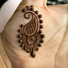 No photo description available. Henna Hand Designs, Eid Mehndi Designs, Small Henna Designs, Mehndi Designs Finger, Modern Mehndi Designs, Mehndi Designs For Beginners, Mehndi Design Photos, Beautiful Henna Designs, Mehndi Designs For Fingers