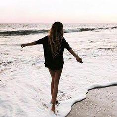 strandfotografie strandbilder strandoutfit strandhochzeit strandzitate strand h Travel Photography Tumblr, Photography Beach, Amazing Photography, Photography Ideas, Scenic Photography, Canon Photography, Winter Photography, Beach Pictures, Travel Pictures