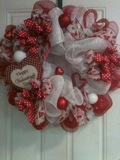 100 Easy DIY Valentines Decorations Ideas 5 – Home - St Valentin Fleurs Valentine Day Wreaths, Valentines Day Decorations, Valentine Day Crafts, Holiday Wreaths, Holiday Crafts, Wreath Crafts, Diy Wreath, Wreath Ideas, Couronne Diy