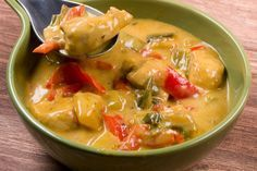 Leckeres fruchtig-scharfes Hähnchen-Curry mit Mango und Paprika Fruity and spicy chicken curry with Low Carb Recipes, Cooking Recipes, Healthy Recipes, Indian Food Recipes, Asian Recipes, Thai Recipes, Mango Curry, Hot And Sour Soup, How To Cook Rice