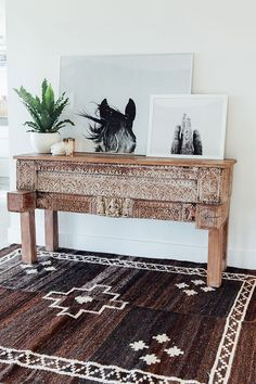 Pampa Monte Neutral rug handmade in Argentina and Pampa Horse and Pampa cactus prints. Photo: Victoria Aguirre. Styled by Courtney Reeman Desert Chic Decor, Southwestern Decor