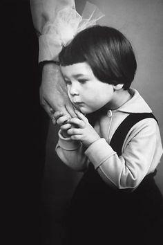 """""""Mão Materna"""" (1965), do fotógrafo lituano Antanas Sutkus"""