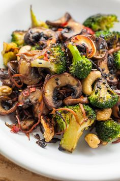 Looking for some fun vegan stir fry recipes? You're in luck! This broccoli and shiitake mushroom stir-fry recipe is quick, easy, and healthy. More from my siteBroccoli and Mushroom Stir-Fry – Vegan RecipesBroccoli Cashew Stir-Fry (Oil-Free) Best Vegetable Recipes, Healthy Food Recipes, Whole Food Recipes, Cooking Recipes, Recipes Dinner, Dinner Ideas, Healthy Mushroom Recipes, Easy Recipes, Healthy Meals