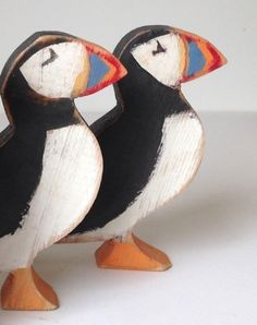 A little hand cut and hand painted Puffin made using reclaimed wood, please note the wood and grain will vary depending on the wood sourced.