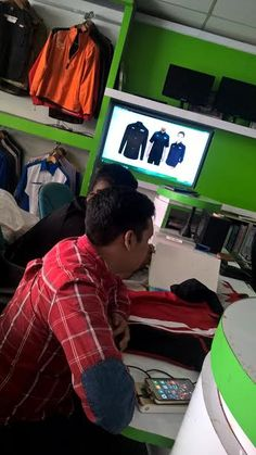 Kemeja Korporat Muslimah Shirt WhatsApp Us 0103425700 The Office Shirts, Work Shirts, Printed Shirts, Corporate Shirts, Corporate Uniforms, Design Thinking, Design Innovation, Uniform Design, Whatsapp Messenger