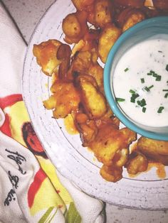 Yoga star Kathryn Budig is known for her ability to make yoga accessible and playful through her teaching and writings, but her skills extend beyond the yoga mat — all the way to the kitchen. Below, she shares her recipe for buffalo cauliflower bites. Baked Dip Recipes, Vegetable Recipes, Appetizer Recipes, Dinner Recipes, Healthy Recipes, Appetizers, Baked Buffalo Cauliflower, Cauliflower Recipes, Veggie Delight