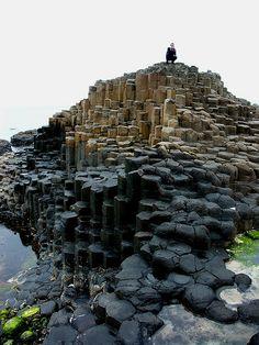 Giants Causeway Irland. Basaltsäulen im Atlantik, auf denen man umherwandern kann.