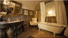 rusztikus lakások, mediterrán fürdőszobák - Luxuslakás 7 Sweet Home, Bathroom, Decor, Bathtub, Clawfoot Bathtub, Home Decor