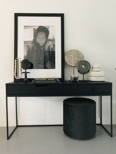 Lifs interieuradvies & styling www. Home Interior Design, Interior Styling, Interior Decorating, Side Table Styling, Easy Home Decor, Home Living Room, Home Art, Interior Inspiration, Room Decor