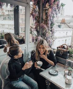 Aubaine is a passionate marriage of French culinary creativity and the discerning standards of the London dining scene. Coffee With Friends, Friends Are Like, Cute Friends, Coffee Shop Photography, Best Friend Goals, Bff Goals, Photography Poses, Real Estate Photography, Gal Pal