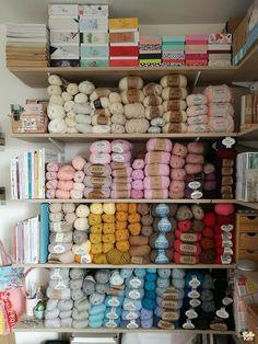 Rangement de pelotes sur étagère Wool, Storage, Closet System, Creative Workshop, Tricot, Purse Storage, Larger, Store