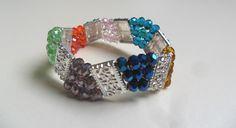 brazalete en muranos checos multicolores con separadores de alpaca diseño de color beads.