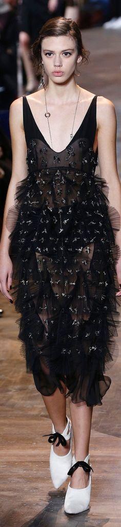 Christian Dior Spring 2016 Couture Fashion Show Dior Fashion, Runway Fashion, Fashion Models, Fashion Show, Womens Fashion, Fashion Spring, Christian Dior, Dior Couture, Haute Couture Fashion