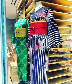 待機  お店終わってまた明日の図 この浴衣が好き、着てみたいって言ってくれる方に出逢えるのか 一期一会の浴衣のシーズン あなたは今年いかがでしょうか?  #着物 #浴衣 #シーズン #今年 #一期一会 #コーディネート #夏 #japan #kimono #yukata 大塚呉服店 #otsukagofukuten  #閉店後 #毎日変わる  大塚呉服店404