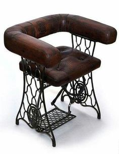 Sewing table old upcycled furniture Super Ideas Funky Furniture, Repurposed Furniture, Industrial Furniture, Furniture Projects, Furniture Makeover, Painted Furniture, Furniture Design, Sewing Machine Tables, Antique Sewing Machines