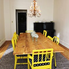 These yellow chairs remind me of Blair's Dining room on Gossip Girl - Cute :)