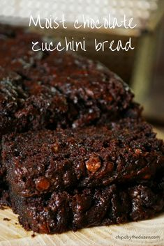 This moist chocolate zucchini bread is a must for any chocolate lover. Deep chocolate flavor, a few chocolate chips here and there. It´s a winner! Zucchini Bread Recipes, Zucchini Cake, Healthy Chocolate Zucchini Bread, Baking Recipes, Cake Recipes, Dessert Recipes, Köstliche Desserts, Delicious Desserts, Chocolate Flavors
