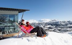 Springtime is when Norwegian ski resorts become sexy, says freerider Fredrik Luytkis. During Easter, you can enjoy winterly activities with a touch of summer and let outdoor concerts and pop-up festivals add to a festive mood. In certain parts of Norway you can go downhill skiing until the end of June.