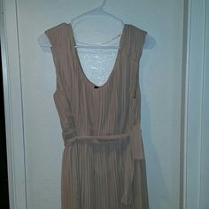 Dress Apt 9 dress, worned several times .Can be used for a wedding or any other ocassion. Is about 3 inches below knee. back of the dress has threads sticking out. Is 100%polyester, dry clean only. apt9 Dresses High Low