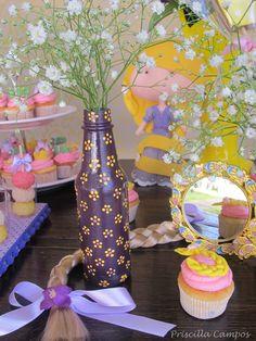Festa tema Rapunzel - Decoração  https://www.facebook.com/pages/Priscilla-Campos-Designer-de-Eventos/1507514746135286