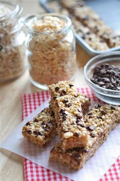 Home made and healthy granola bars - 3 minutes to make and then just wait to cool. Personalise with your own ingredients