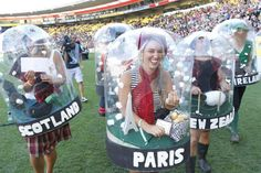 Weihnachtskostme fr Kinder Weihnachtskostme Wettbewerb Gemma Easton(paris) leads the Snow Globes onto the turf after winning the Supreme Award of the DomPost Costume Competition. Office Halloween Costumes, Halloween Cosplay, Holidays Halloween, Halloween Diy, Halloween Decorations, Group Halloween Costumes For Adults, Funny Christmas Costumes, Couple Halloween, Halloween 2018