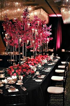Love the fuchsia and black combination in this tablescape. All the lovely chandelier and crystals add glamour