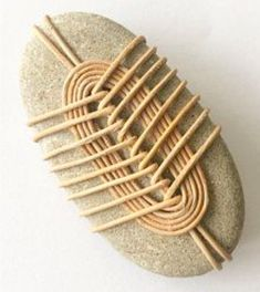 Stone Crafts, Rock Crafts, Fun Crafts, Arts And Crafts, Zen Rock, Rock Art, Rock And Pebbles, Stone Wrapping, Ideias Diy